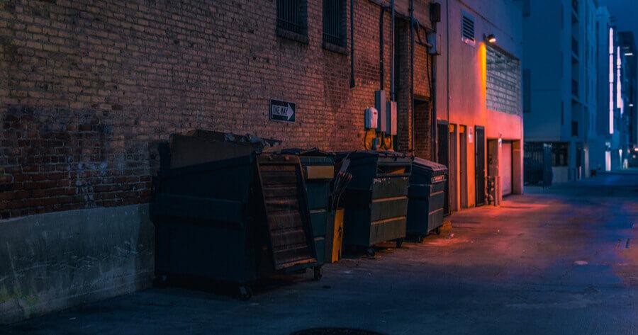 cubos basura calle noche