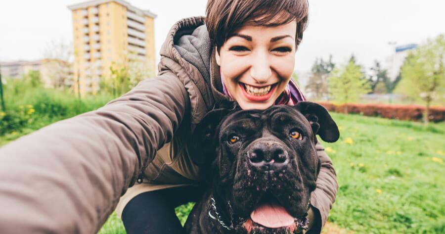 mujer selfie perro
