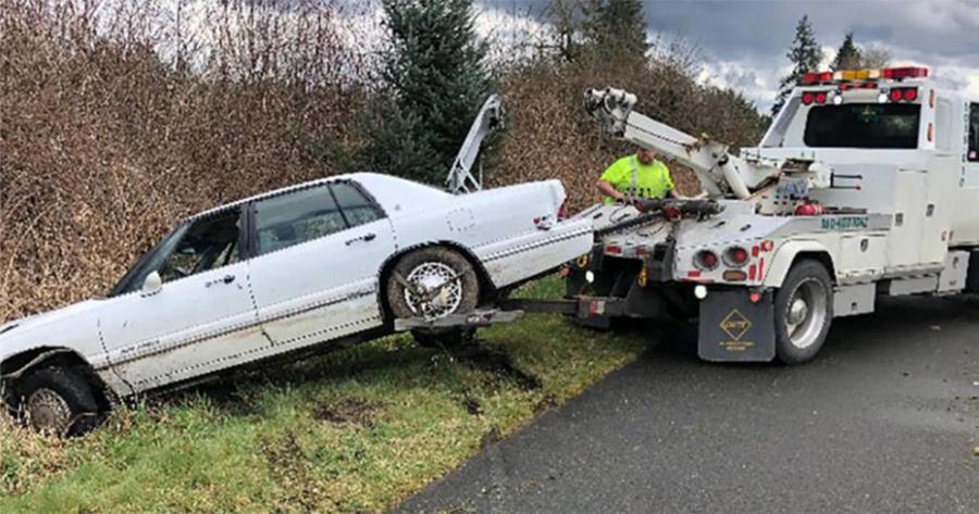 coche remolcado grua