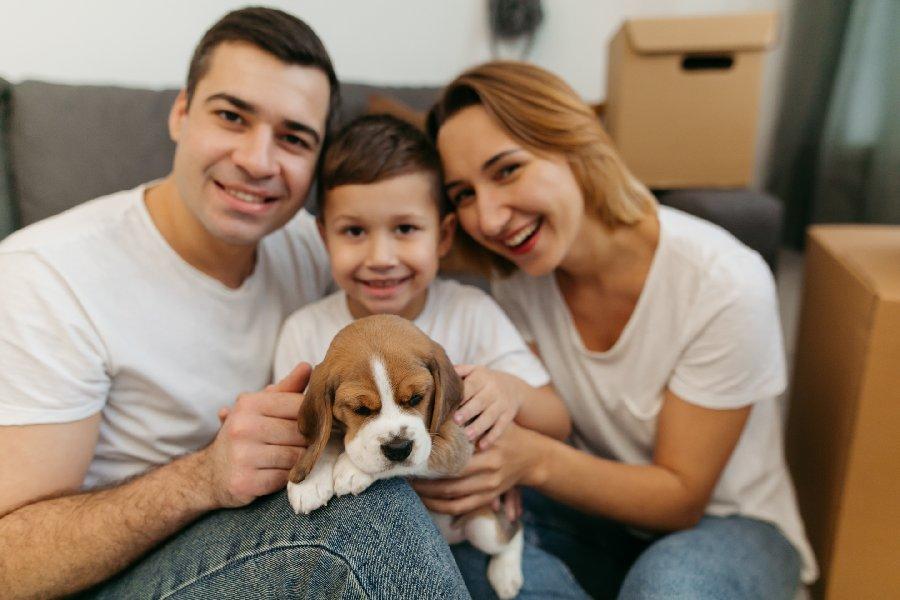 familia con cachorro
