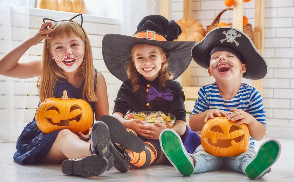 bambini-con-caramelle di halloween