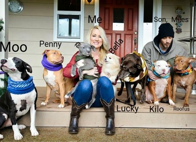 Candice y todos sus perros