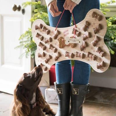perro-y-hueso-calendario-gigante.jpg