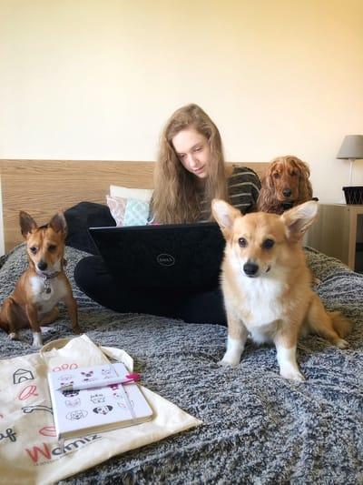 camille bonnier con i suoi tre cani