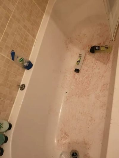 Badewanne mit Blut
