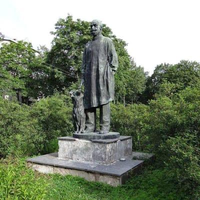 Pawlow Statue