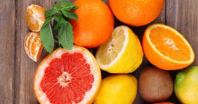 gatos pueden comer fruta