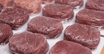 Bevroren pakjes vlees voor hond
