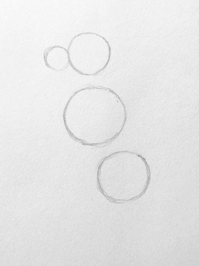 tre cerchi su cartoncino per disegnare un cane