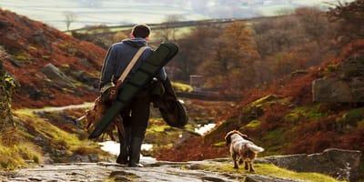 cane e padrone in montagna