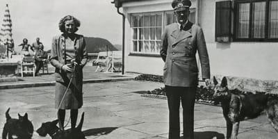 Adolf Hitler, Eva Braun und Schäferhündin Blondi