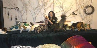 joven vive con 90 animales en su casa