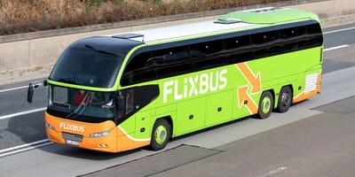Flixbus fährt auf Autobahn