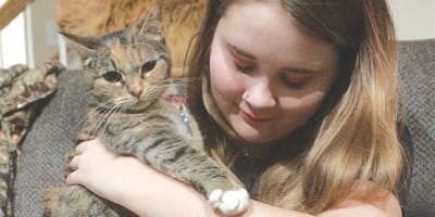 Ashleigh Lynn mit Katze Pancake