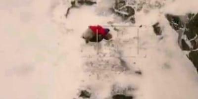 Pilot zauważa coś dziwnego na śniegu i postanawia natychmiast lądować