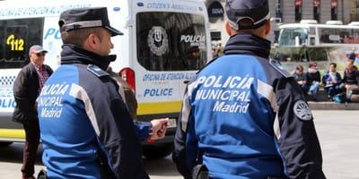 policía Madrid rescata perros interior coche Usera