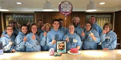 voluntarios con foto bebé