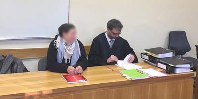 Die ehemalige Tierärztin und ihr Verteidiger vor Gericht