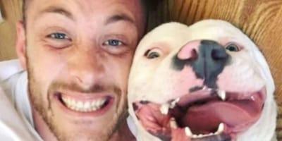 Selfie mężczyzny z psem.