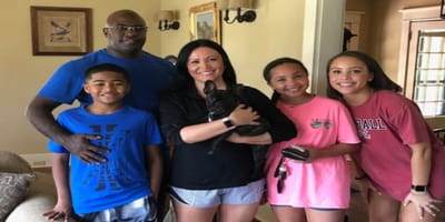 Encontraron niñera para Coco en una aplicación: una decisión que nunca podrán olvidar