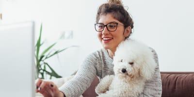 pros contras llevar perro trabajo perro mujer oficina