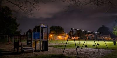 Spielplatz in der Nacht
