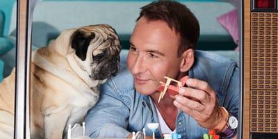 Jochen Bendel mit Hund Gizmo