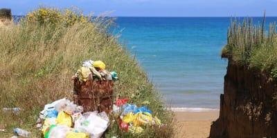 Griechenland: Deutsche Familie macht grausigen Fund in Mülleimer