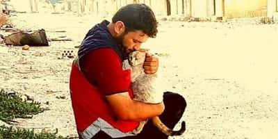 Alaa i lekarz weterynarii, dr Youssef, ze swymi podopiecznymi