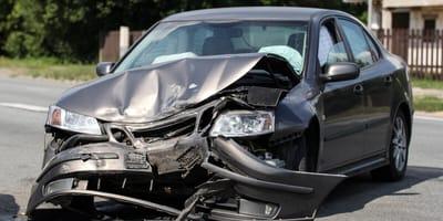 Auto beschädigt nach Unfall