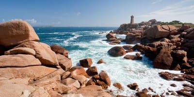 Bretania: spacerowicze zauważają cienie na skałach i natychmiast dzwonią po pomoc
