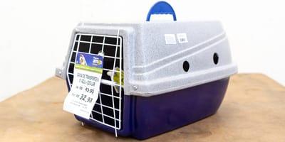 Im Tierheim wird eine Transportbox abgegeben