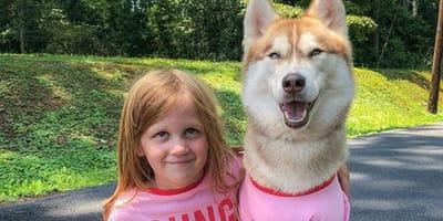 niña whitney y husky banner
