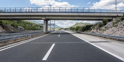puente sobre autovia