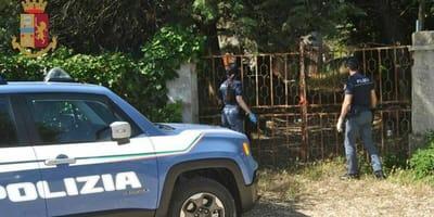 Polizia scopre l'orrore dietro un cancello, ma delle vite sono salve