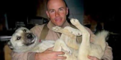 Żołnierz marines i pies