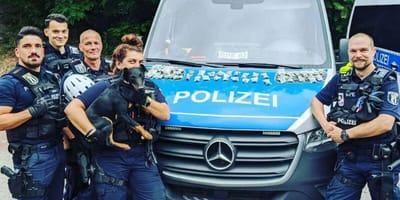 Gut gemacht: Berliner Polizeihunde nach Schnüffelfund im Görlitzer Park gefeiert