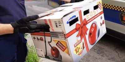 Pudełko z kokardką porzucone na chodniku w Łodzi. A w środku...