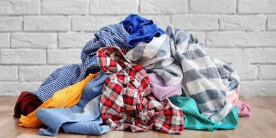 Kobieta codziennie znajduje u siebie cudzą bieliznę i ubrania. Kiedy odkrywa, kto je przynosi, wybucha śmiechem!
