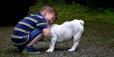 Ecco cosa accade allo sviluppo sociale di un bimbo che cresce con un cane
