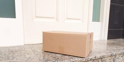 caja en la puerta