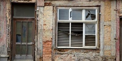 <p>Stary dom w Erzurum nadawał się tylko do rozbi&oacute;rki... Na szczęście wcześniej sprawdzono, czy nikogo nie ma w środku! (&copy;&nbsp;congerdesign z Pixabay)</p>