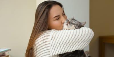 5 cosas terribles que solo las locas de los gatos saben, aceptan y adoran