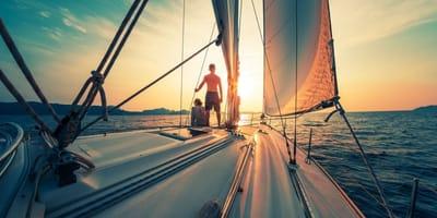 barca in mare al tramonto