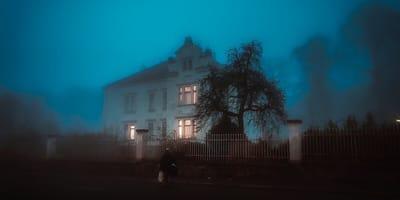 casa-con-giardino-di-notte