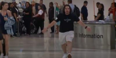 Un hombre echa a correr gritando en el aeropuerto: todos se quedan paralizados al descubrir por qué