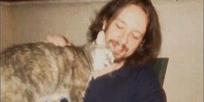 Pablo Iglesias ''se salta'' el toque de queda para cuidar las colonias de gatos
