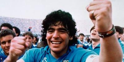 Maradona esulta