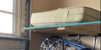 Gato escondido colchon