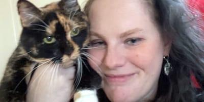Szylkretowy kot wychodzi z domu i znika: 8 lat później zdarza się cud